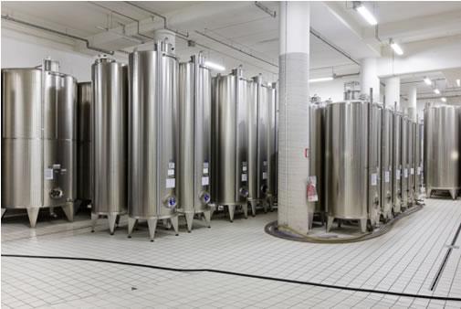 Terminata la lavorazione dell'olio esso viene conservato sotto azoto in cisterne di acciaio inox.